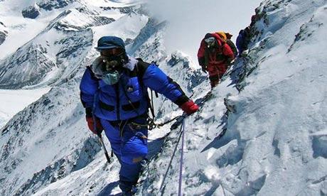 Climbing-Mount-Everest-006